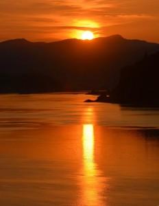 Columbia Riverの夕焼け - Mosierより-9036-1