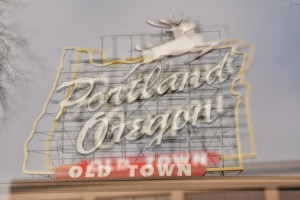 Portland Oregonの看板-6187