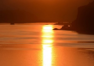 Columbia Riverの夕焼け - Mosierより-9027-1