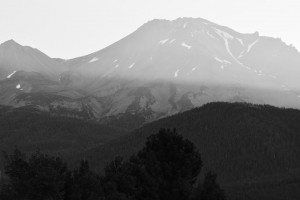 Mt Shasta - Best Western Hotelより-日の出-6228-BW