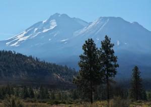 Mt Shasta - Hwy 97より-6263