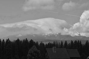 新雪のMt Adamsは雲の中-5677
