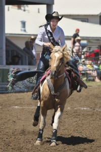 spray-rodeo-queen-bella-yanez-4644_27464152705_o